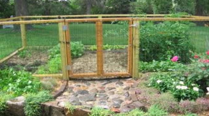 A Guide To Ground Circumstances For Garden Fencing (Sloping Garden)